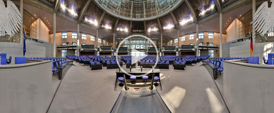 Rednerpult im Plenarsaal des Deutschen Bundestages