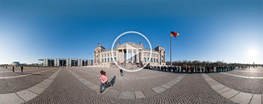 Menschenschlange vor dem Reichstagsgebäude auf dem Platz der Republik
