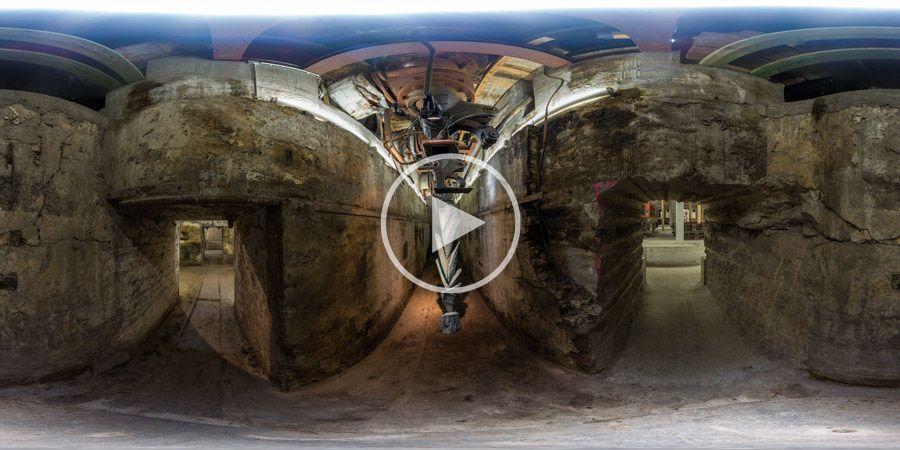 Skulptur unter der Gebläsehalle Henrichshütte - 360°x180°-Panorama