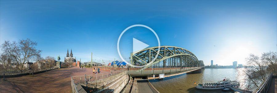 Hohenzollernbrücke am Rhein in Köln Panorama