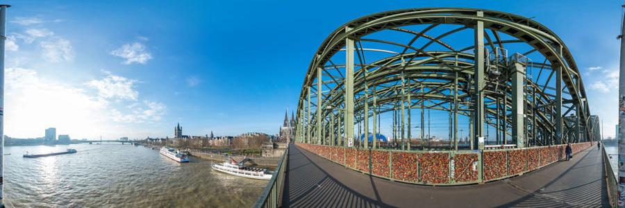 Hohenzollernbrücke mit Liebesschlössern Panorama