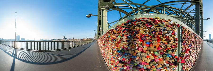 Hohenzollernbrücke mit Liebesschlösser - Panorama