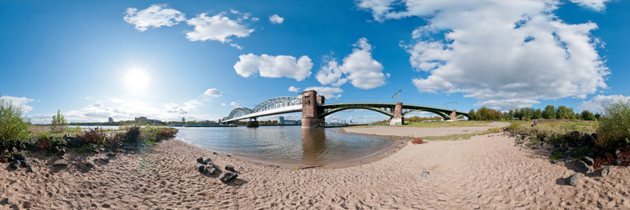 Rheinstrand mit Südbrücke