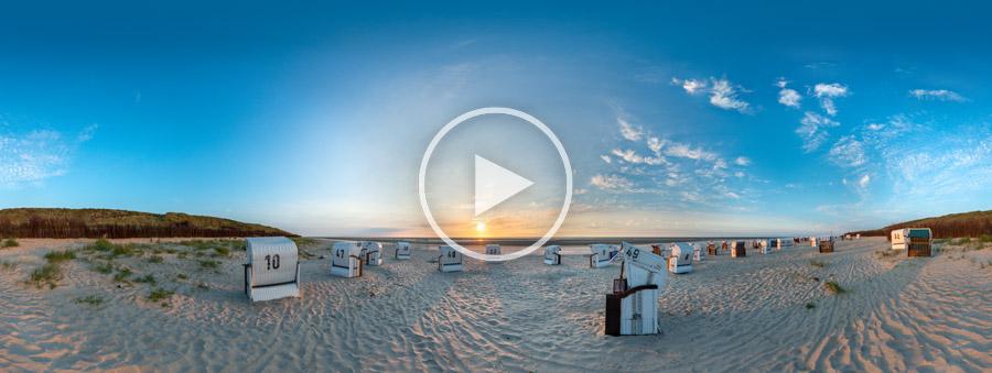 Strand mit Strandkörben und Sonnenuntergang auf Spiekeroog - 360° Panoramamfotografie von Chris Witzani