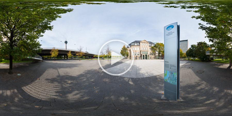 Wege der parlamentarischen Demokratie Stele vor der Villa Horion - Landtag NRW - 360°x 180° Panorama