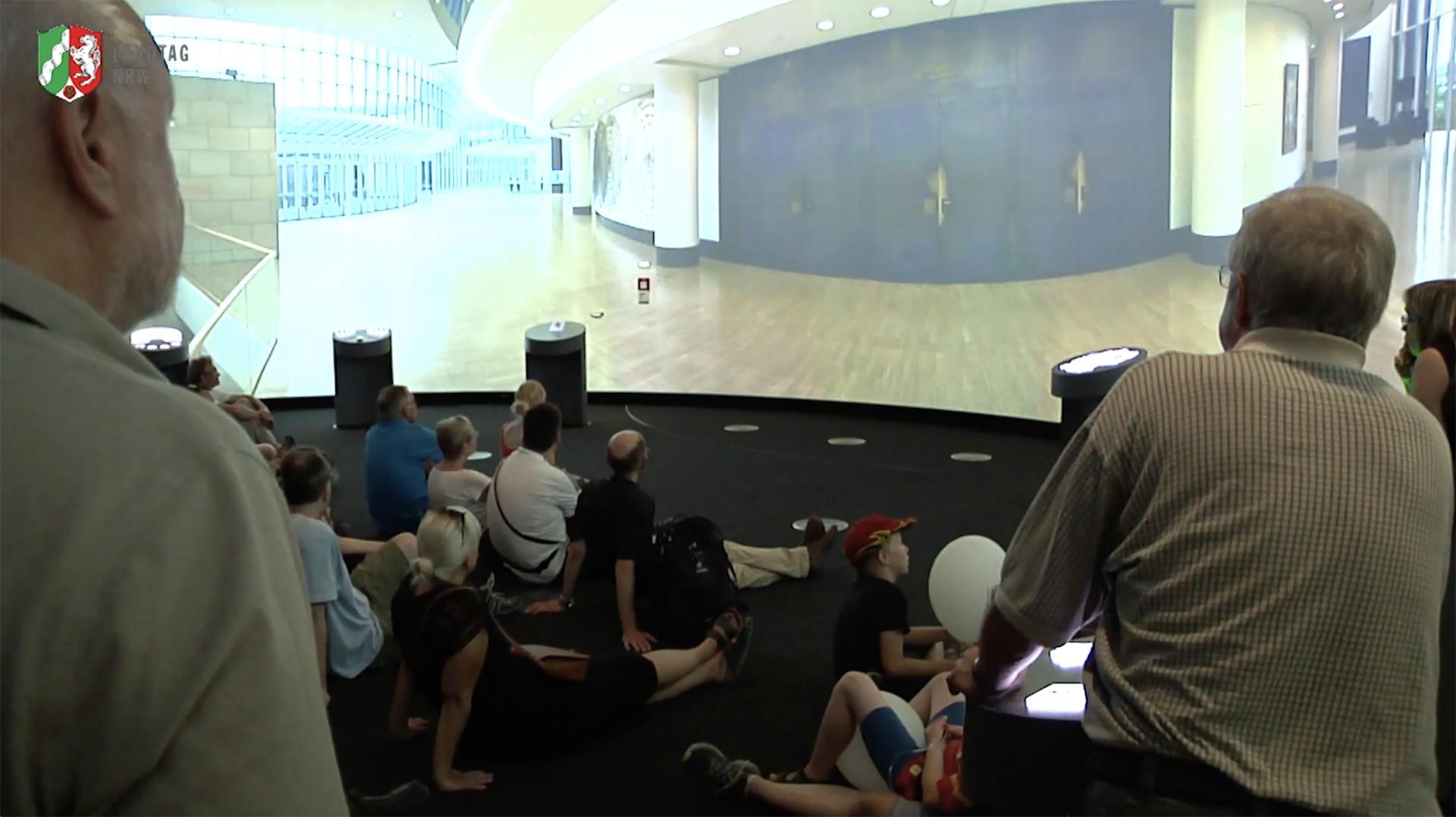 Besucherzentrum im Landtag NRW mit Panoramen von Chris Witzani
