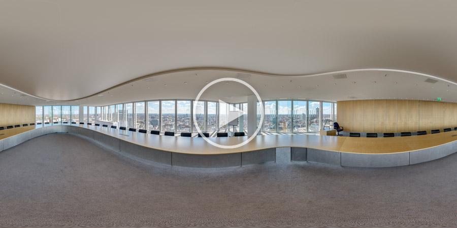 Konferenzsaal mit Weitblick über den Dächern Düsseldorfs