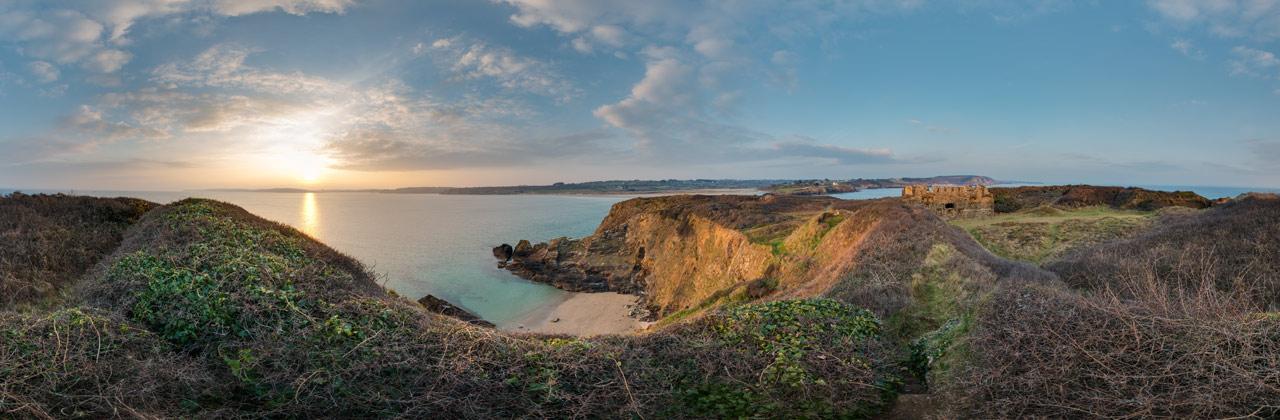 Sonnenuntergang am Fort de l'île de l'Aber – Finistère