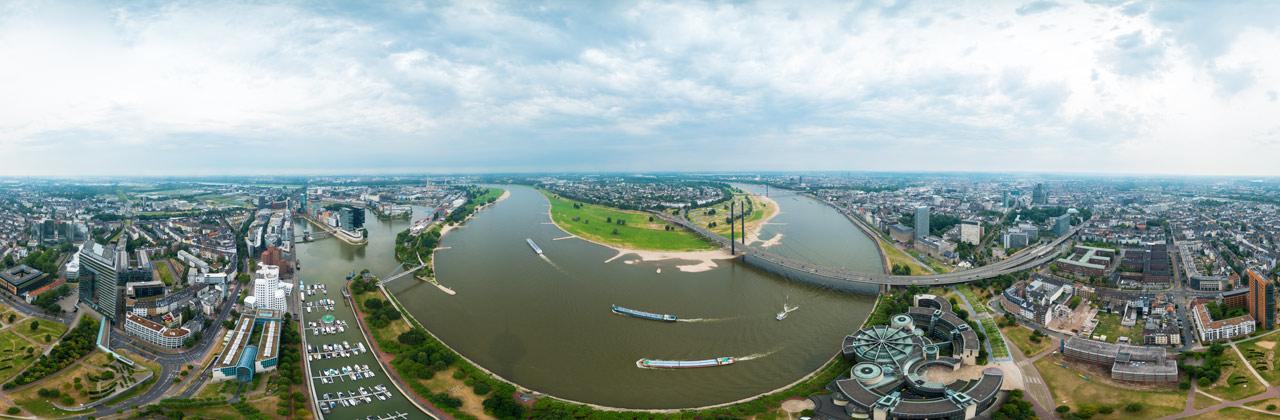 Rundblick vom Rheinturm in Düsseldorf