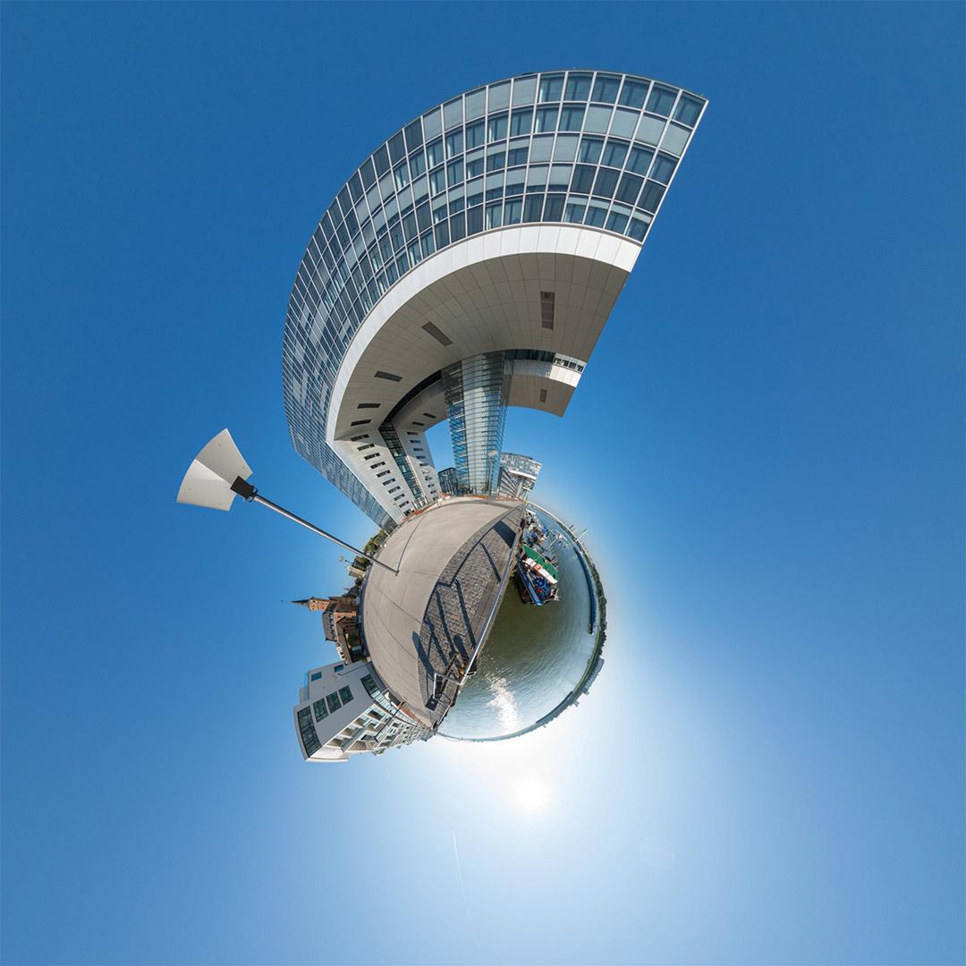 Little Planet | Harry-Blum-Platz, Kranhaus-Süd, Hafenamt und Wohnwerft im Rheinauhafen