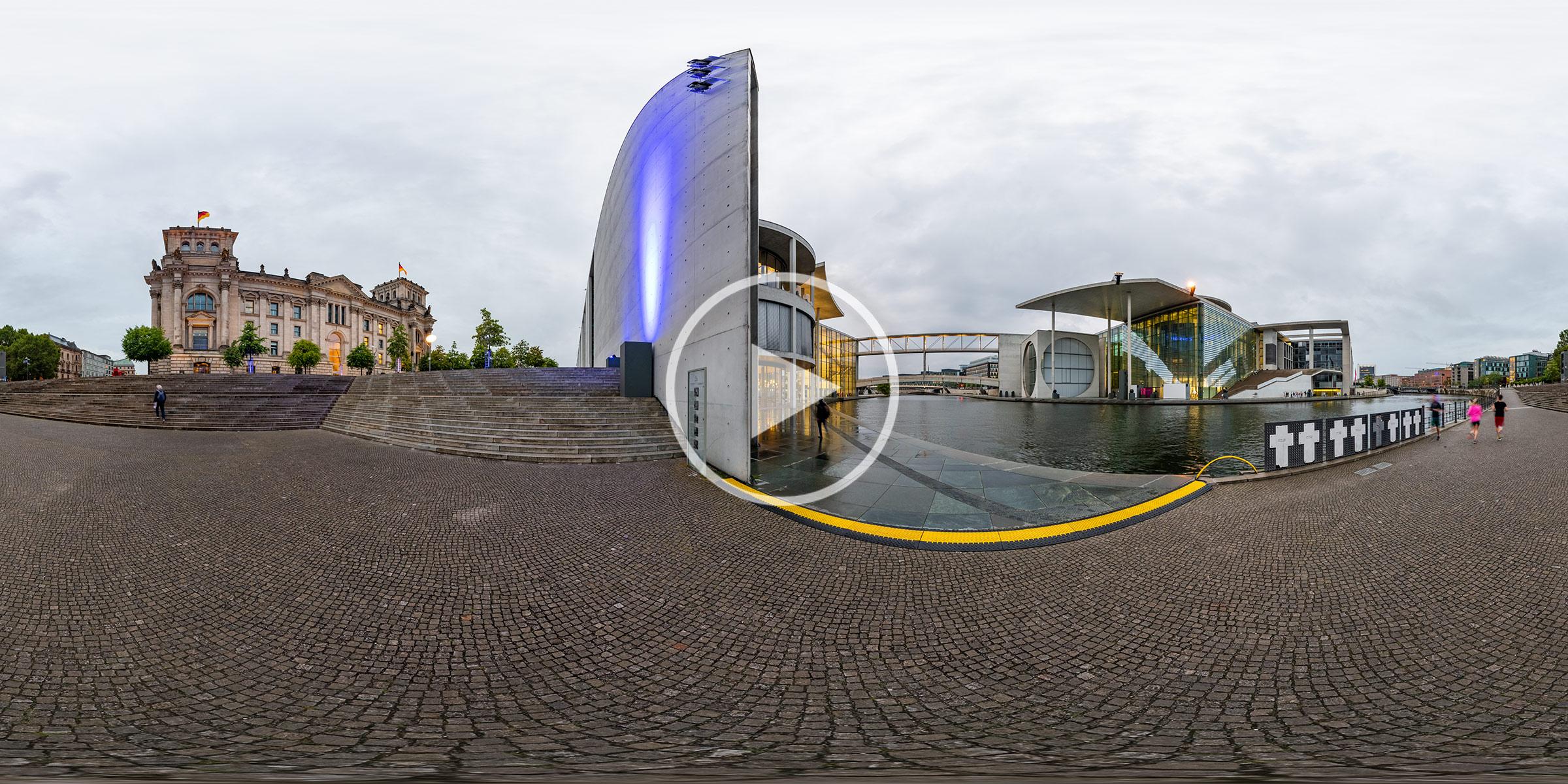 Friedrich-Ebert-Platz / Paul-Löbe-Haus am Spreebogen in der Dämmerung